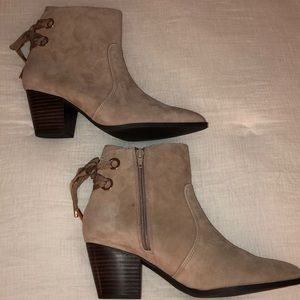 Faux suede beige booties with ties